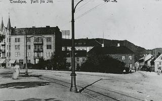 [Apotekergården (1902) fra Trondheim Byarkivs flickr-strøm]