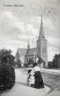 Kirkegårdsvandring Lade kirke   Trondhjems Historiske Forening