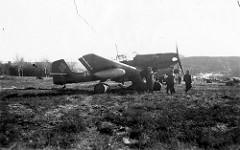 [Værnes flyplass tysk jagerfly 1940 fra Arkiv i Nordlands flickr-strøm]
